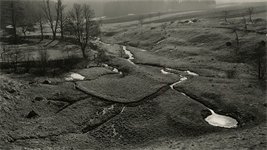 drobna-meliorace-vysocina-z-hraze-venkovskeho-rybnika-1959-vera-spurna.jpg