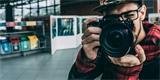 Spojené království hledá oficiálního fotografa vlády. Nabízí za to 150 tisíc Kč měsíčně