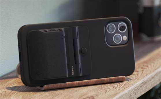 Norská společnost Fjorden zahájila na Kickstarteru kampaň na podporu jejího gripu určenému především pro iPhony 12, které disponují MagSafe technologií.